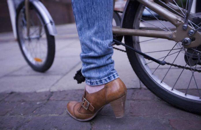 Hvordan høye hæler påvirker kroppen din